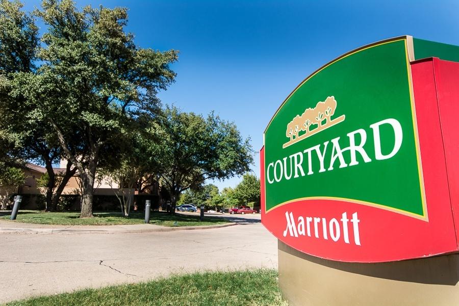 Courtyard Marriott signage